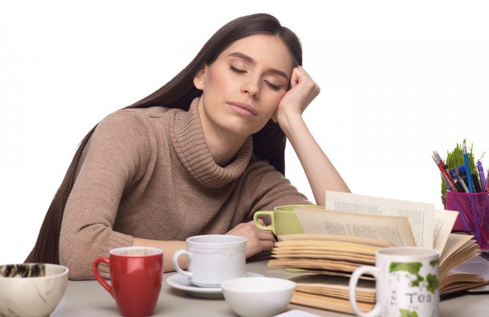 睡眠不足による集中力の低下と居眠り