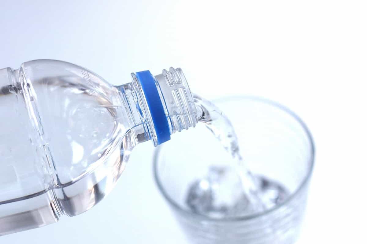 脱水を防ぐ水分と電解質の摂取方法